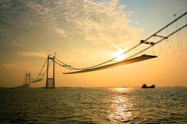 5s longest double span suspension bridge under construction
