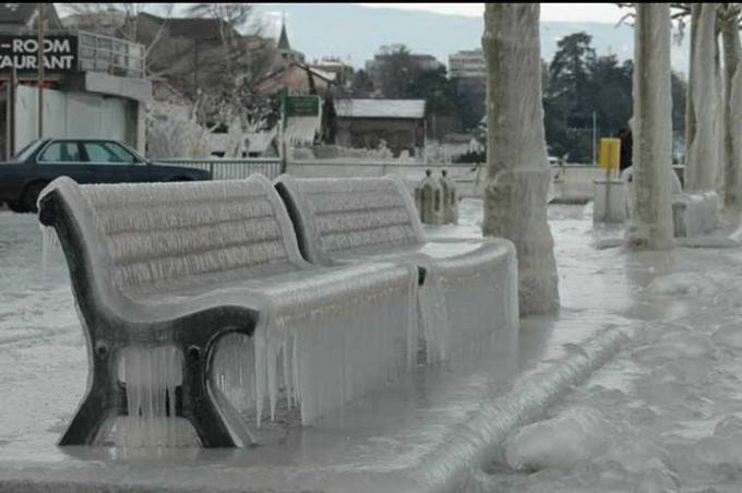 1 Iced chairs