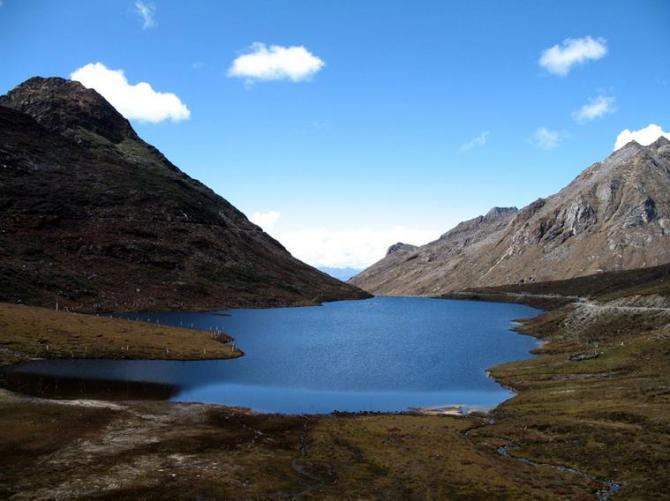 31o Lake beside hills