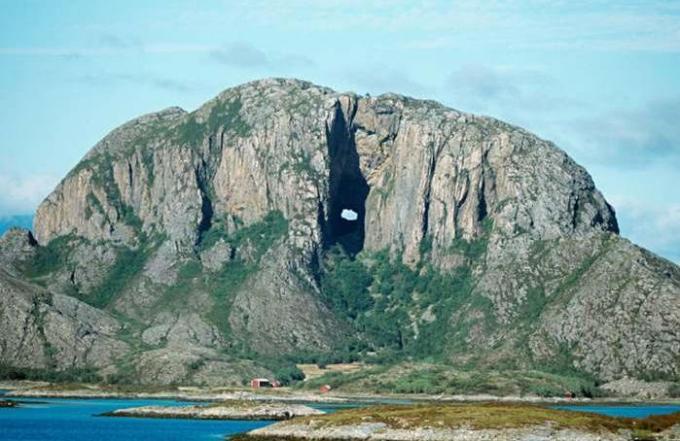 66a Torghatten, Norway