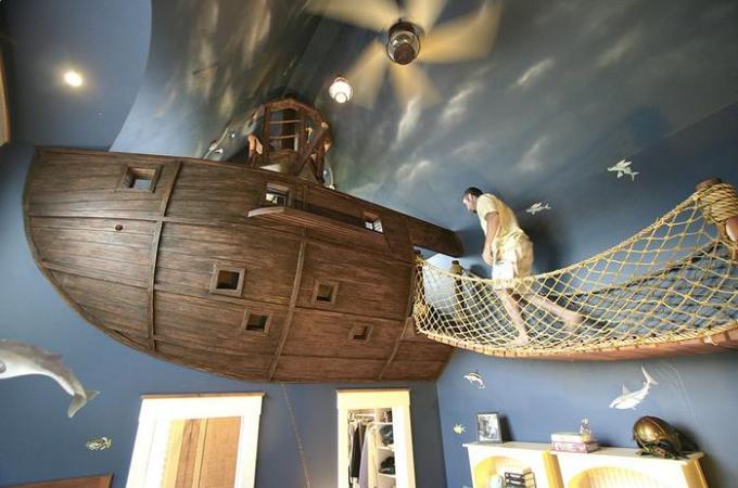 sleeping in roomboat