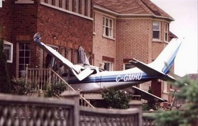 plane crashed into building