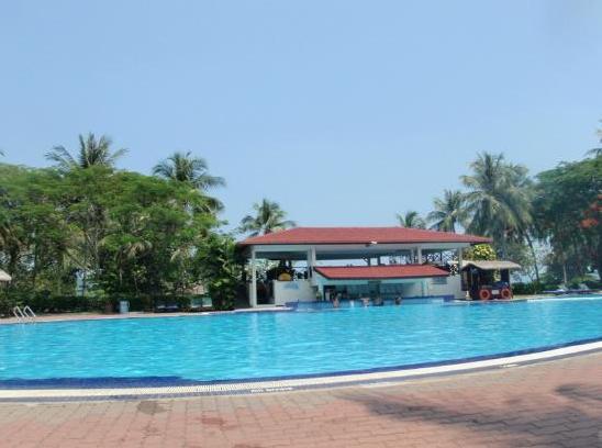 39 Swimming Pool blue