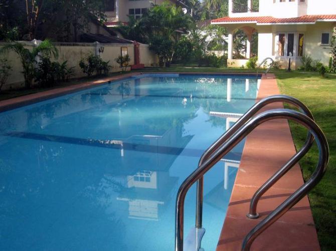 49 Swimming Pool blue