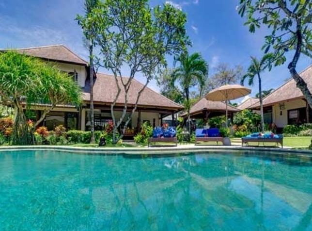 61 Swimming Pool Green