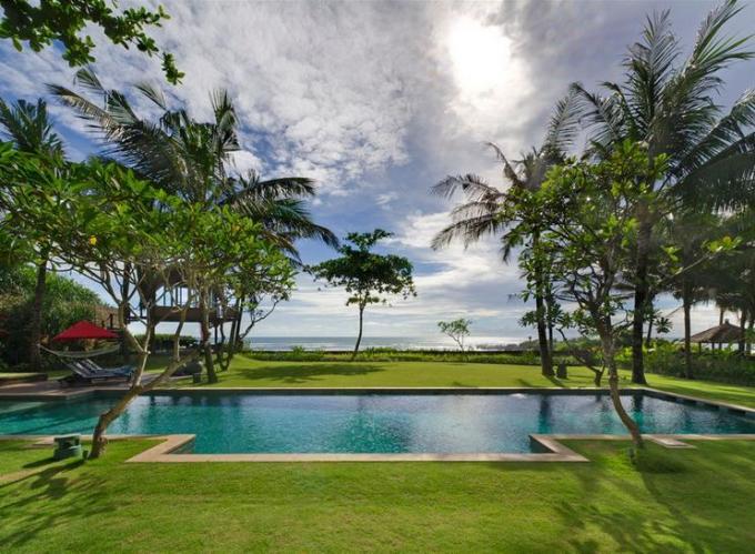 91 Swimming Pool Green