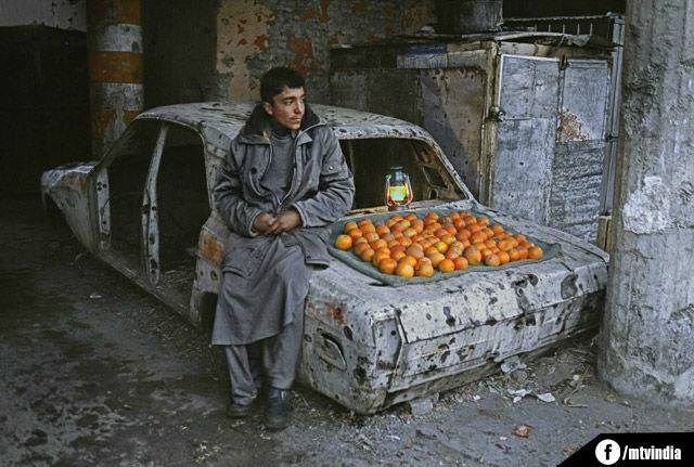 10l selling orange in a car