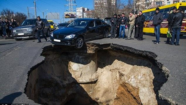 18b samara Russian city sinkhole