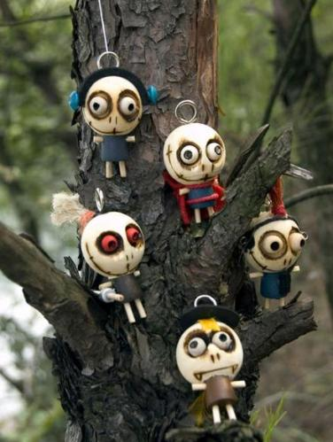 1n Ghosts hanging in your tree