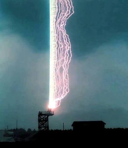 1r Parallel lightning strike