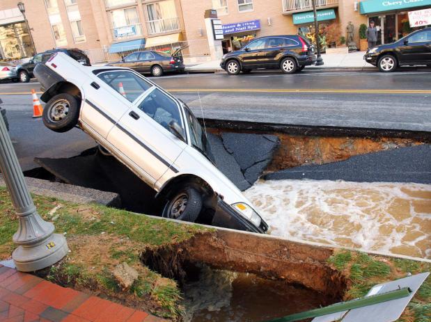 5d car fell in sinkhole