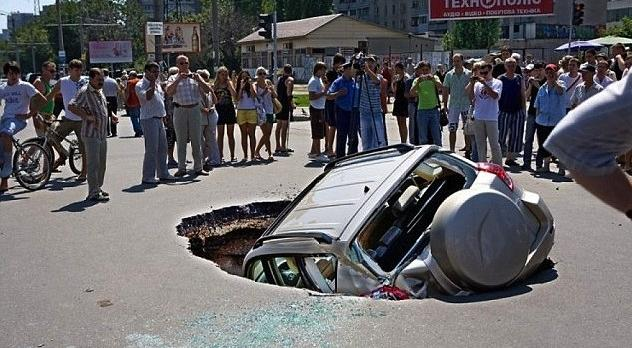 9g car in sinkhole