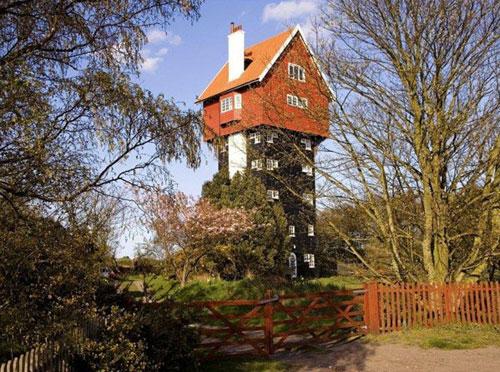Weired Strange House-16-Like a overhead tank