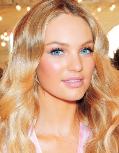 VICTORIA'S SECRET FASHION SHOW 2009 - Backstage Hair & Makeup