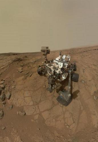 16 Robot studying dust in alien