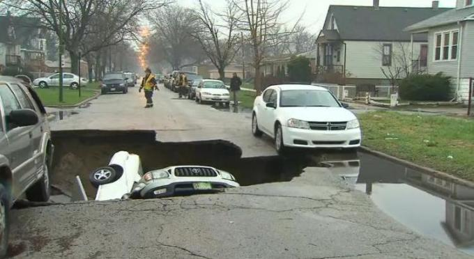 6h car in sinkhole