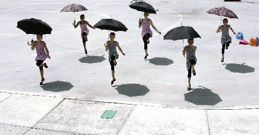 1 umbrella dance