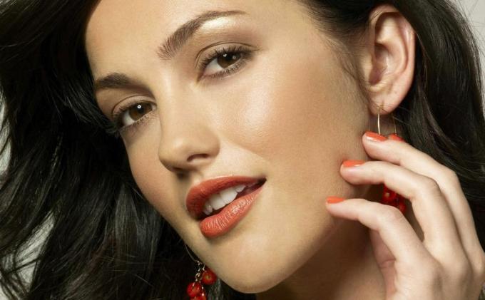 13 Beautiful reddish lips