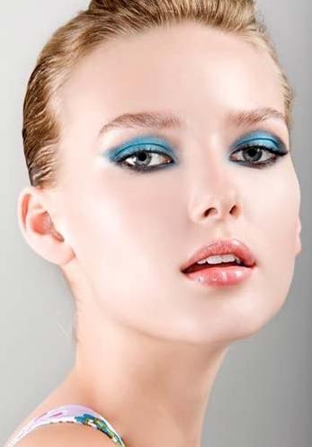 7 Blue eye makeup