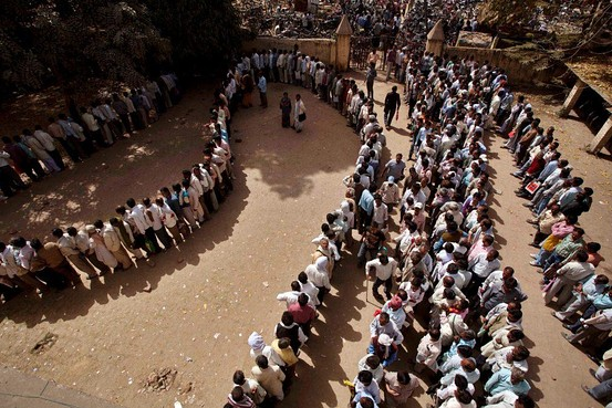 Long serpentine queue of unemployed youth India