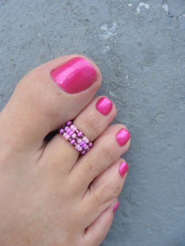 pink reddish nail polish toe ring blue