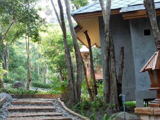3 Walkway beside villa