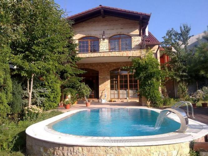 39 Swimming pool villa