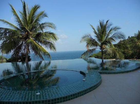4 Villa Swimming pool looking at sea