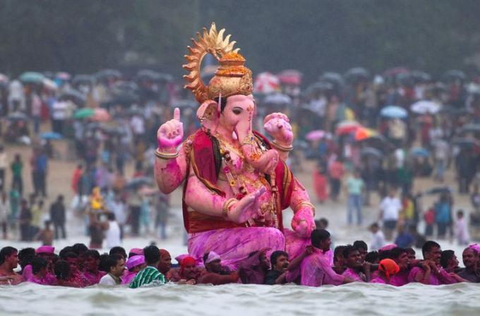 8 Very big Ganesh Idol