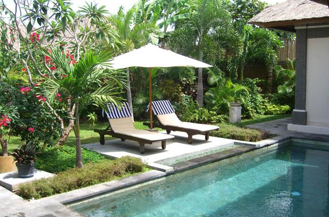 97 Garden of villa and pool