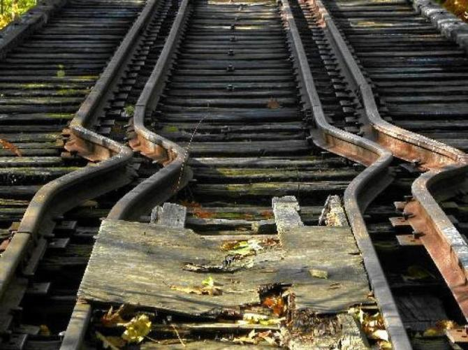 1a Rail line bent buckled by heat