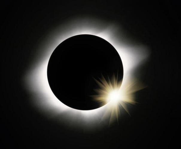 2p Diamond ring solar eclipse