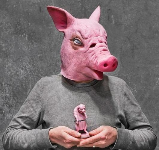 5a person with pig mask