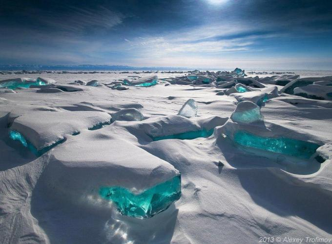 11e Turquoise Ice at Northern Lake Baikal, Russia