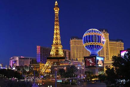 32k Paris in night